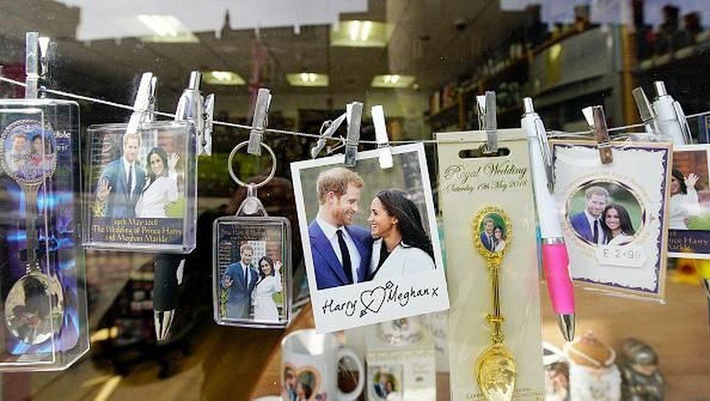 Souvenir Bertemakan Royal Wedding Kerajaan Inggris Mulai Dipasarkan