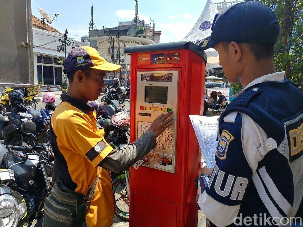 Pendapatan Parkir di Bandung Baru 11 Persen dari Target