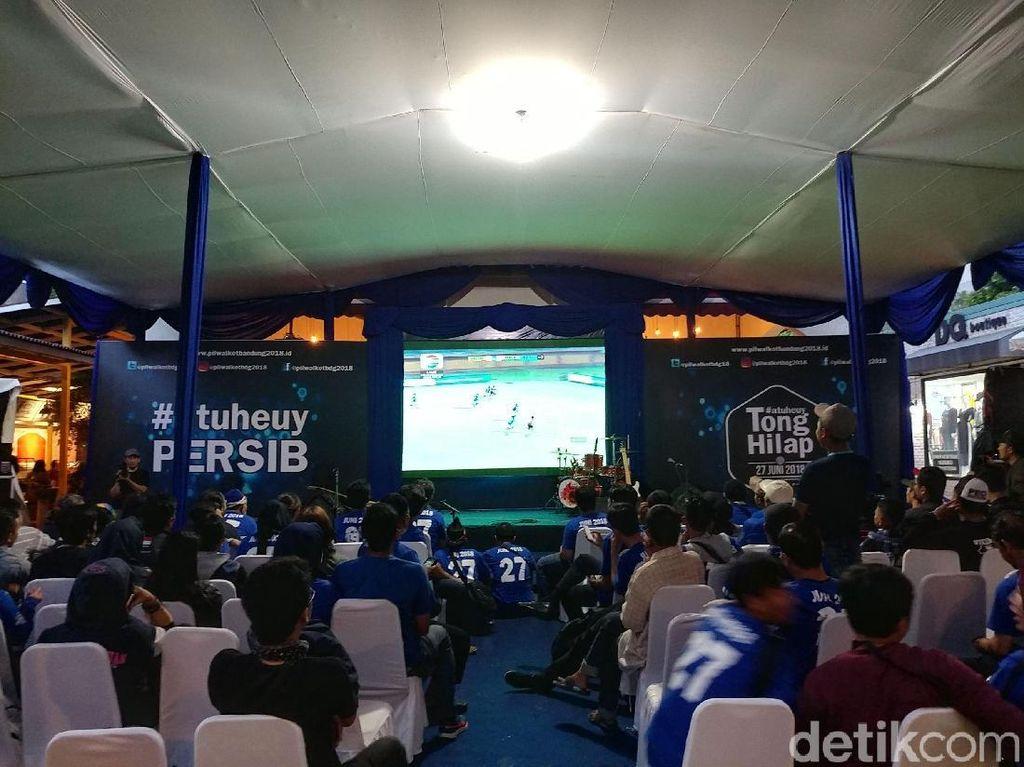 Kemeriahan Nobar Persib vs Madura United ala KPU Bandung