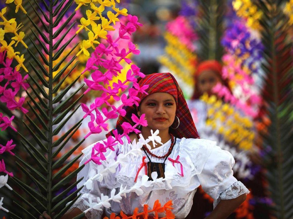 Intip Keseruan Perayaan Salib Suci di El Salvador