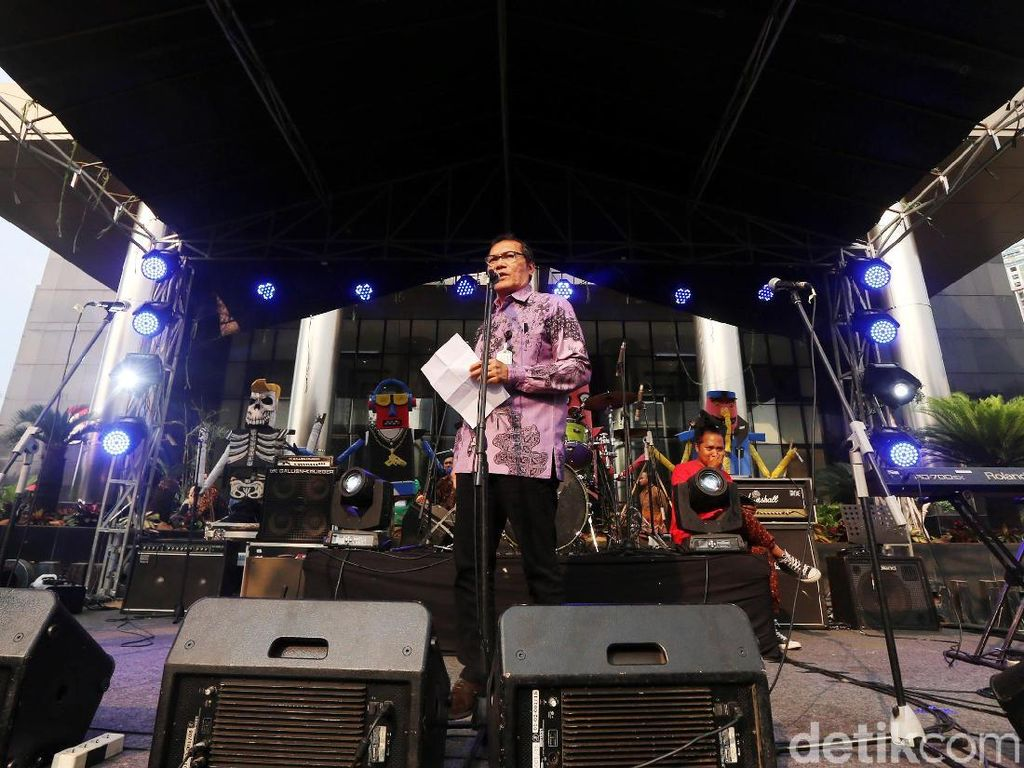 Saut Situmorang Buka Konser Perangi Korupsi