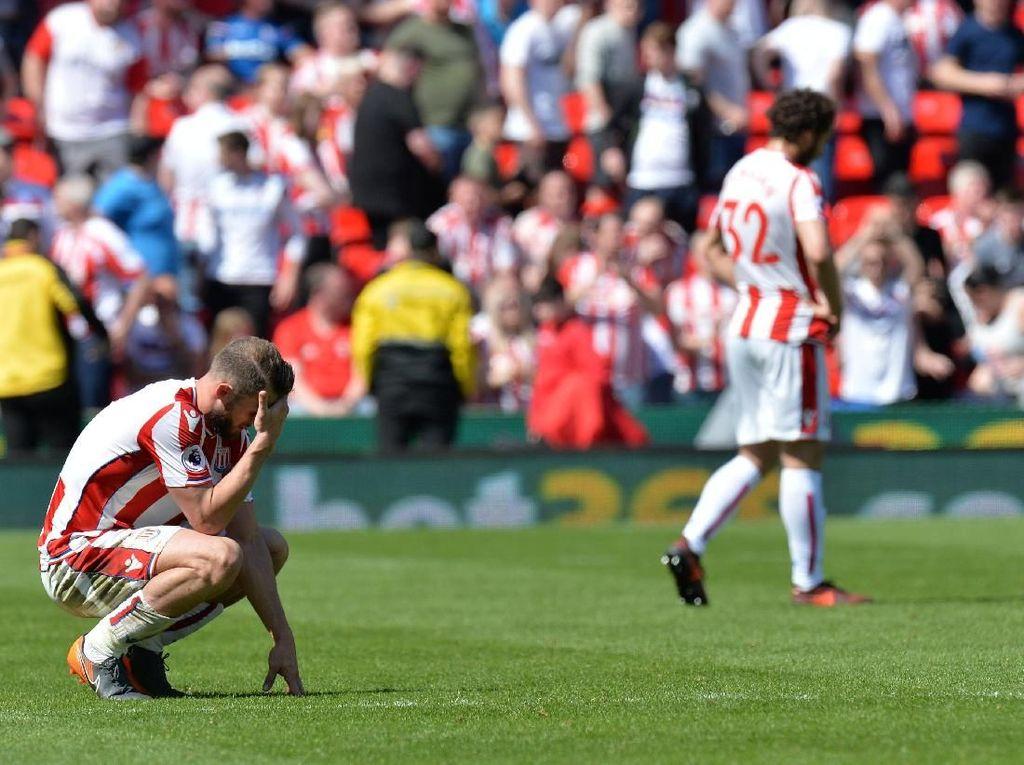 Dikalahkan Palace, Stoke Terdegradasi