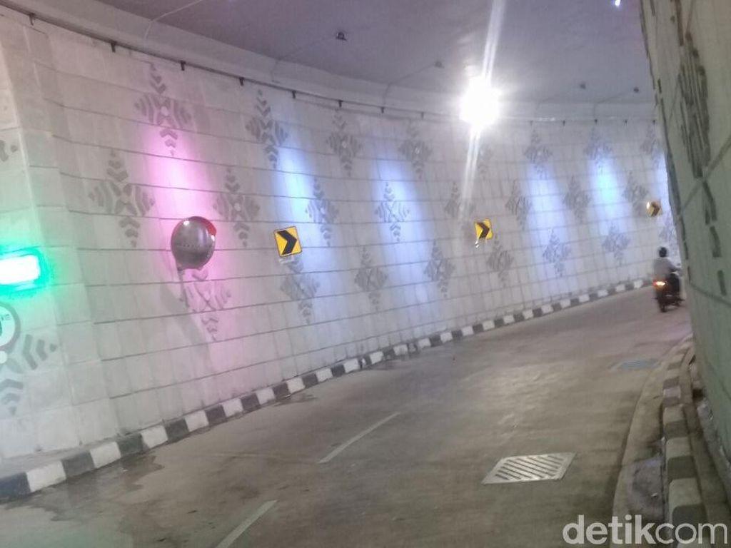 Underpass Mampang Dicorat-coret oleh Peserta SOTR