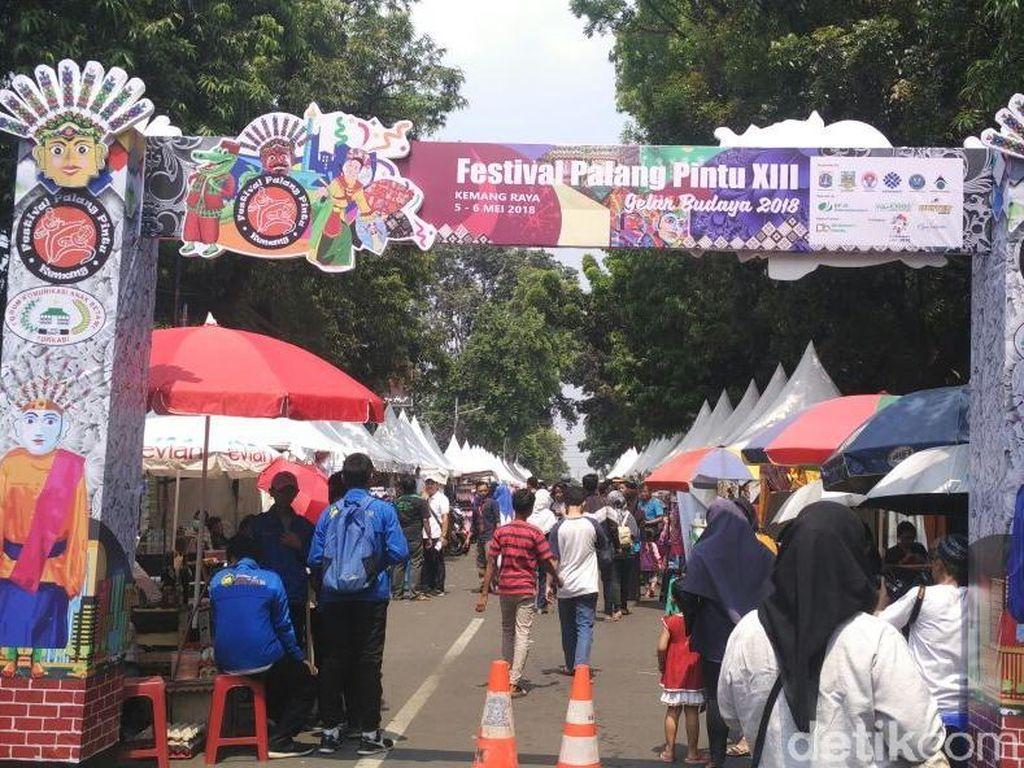 Potret Kemeriahan Festival Palang Pintu di Kemang