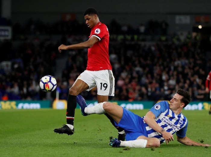 Soccer Football - Premier League - Brighton & Hove Albion v Manchester United - The American Express Community Stadium, Brighton, Britain - May 4, 2018   Manchester Uniteds Marcus Rashford in action with Brightons Lewis Dunk   Action Images via Reuters/Paul Childs    EDITORIAL USE ONLY. No use with unauthorized audio, video, data, fixture lists, club/league logos or