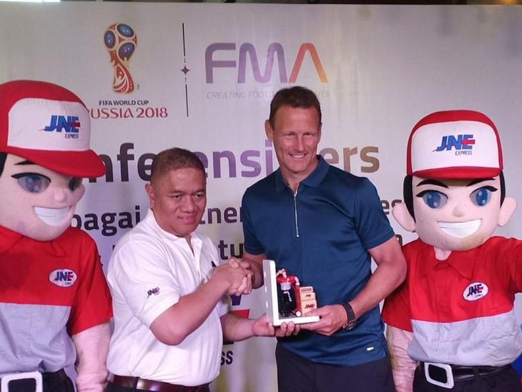 JNE Resmi Jadi Partner Logistik FMA & Pesta Bola Piala Dunia 2018