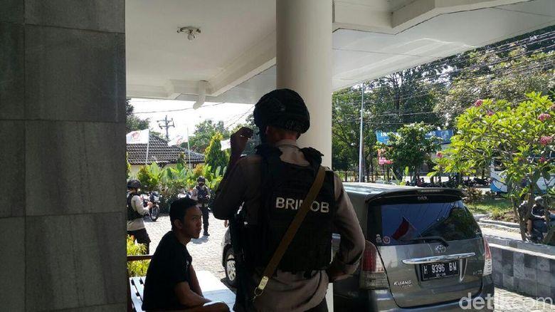 Brimob Bersenjata Mendadak Datangi Kantor Gerindra Jateng