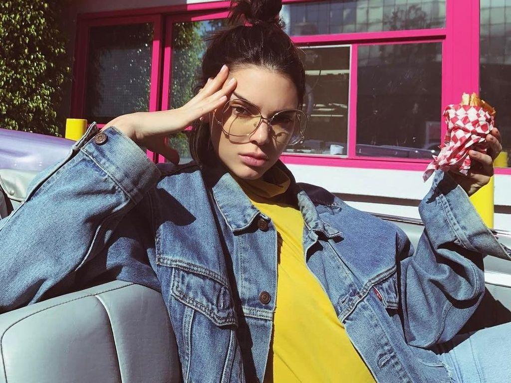 Begini Nih 10 Gaya Kulineran Model Hits, Kendall Jenner