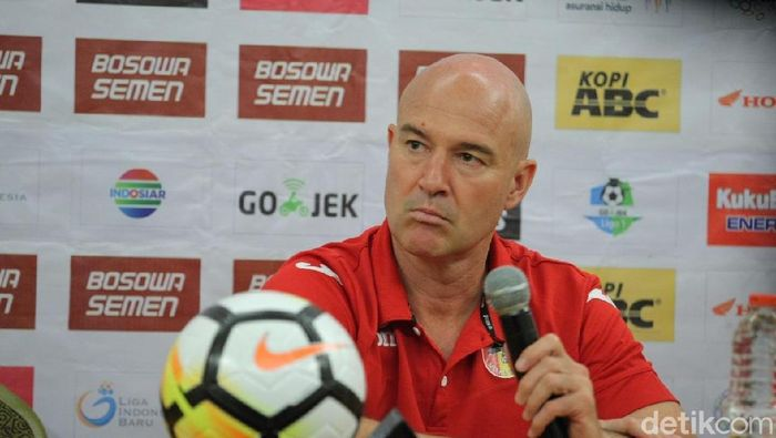 Rafael Berges Marin mundur dari jabatannya sebagai pelatih Mitra Kukar (Foto: Reinhard Soplantila/detikSport)