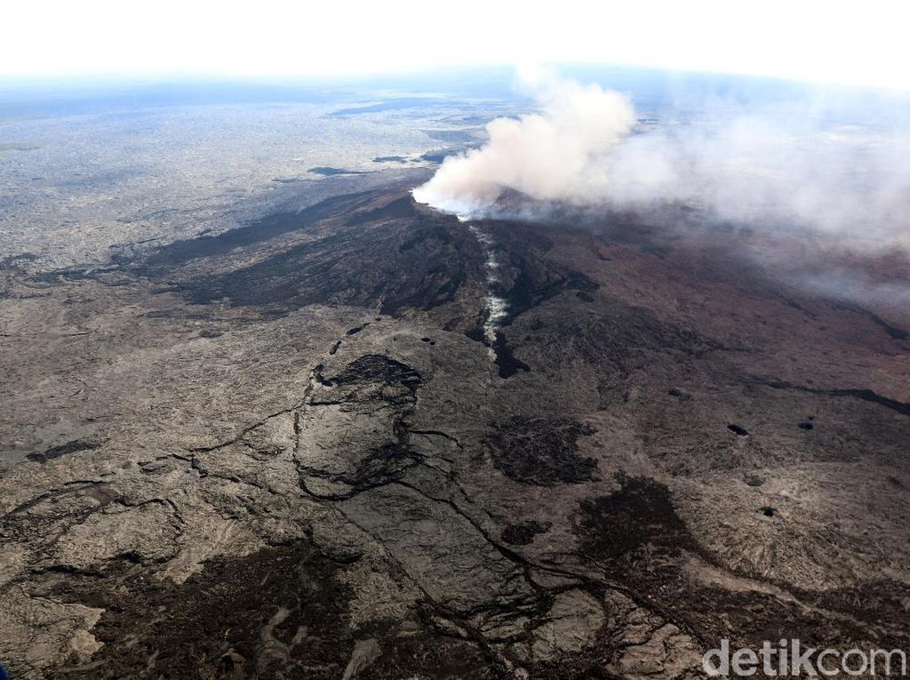 Gunung Kilauea di Hawaii Meletus
