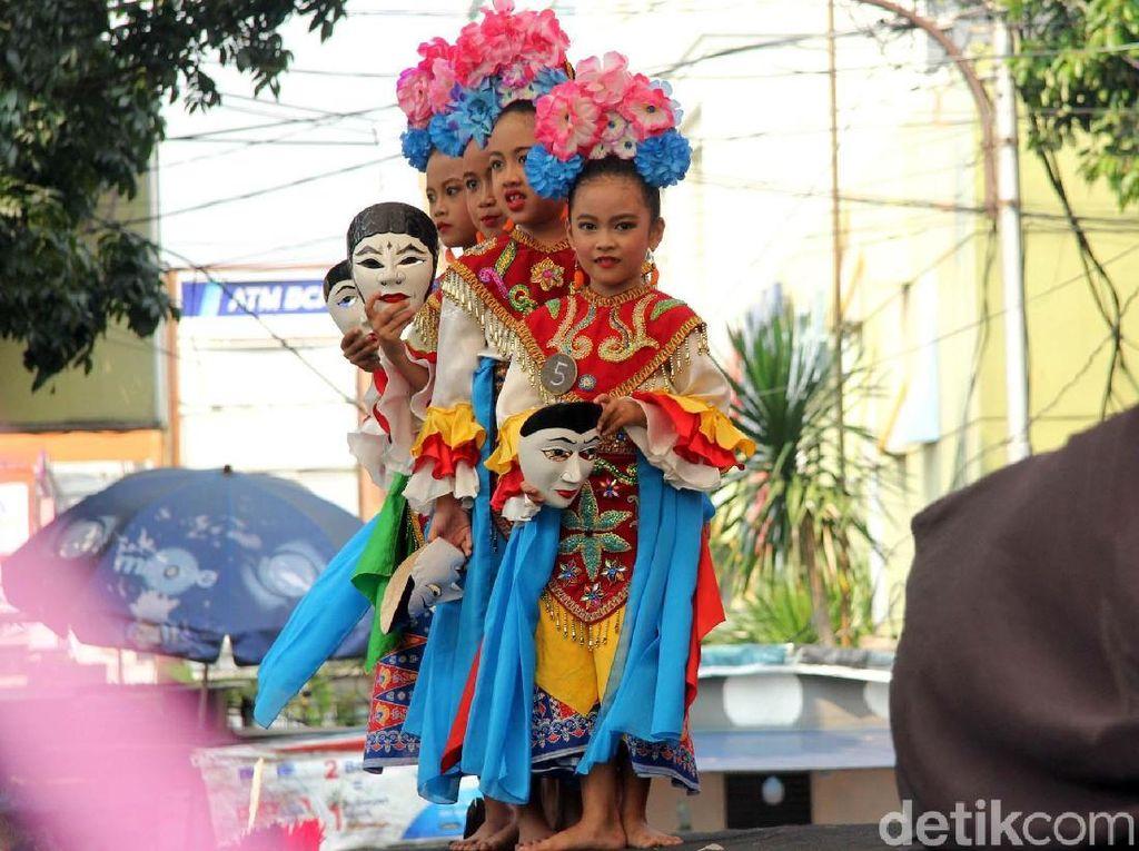 Warna-warni Festival Palang Pintu di Kemang