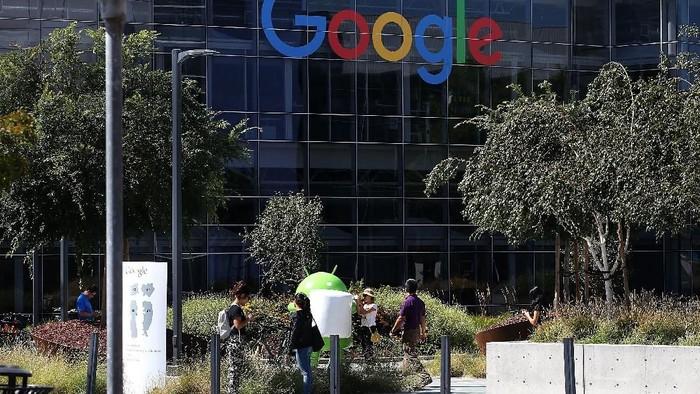 Google disebut sebagai salah satu perusahaan yang punya teknologi penunda kematian. Foto: Getty Images/Justin Sullivan