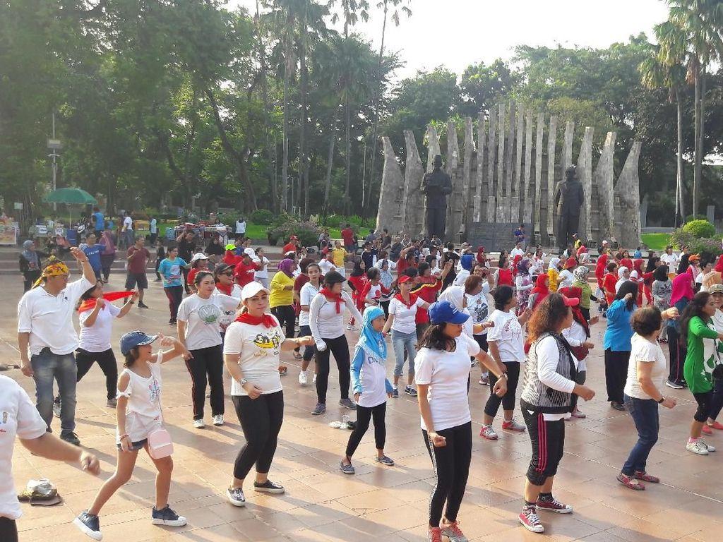 Foto: Senam Pagi Perempuan Militan Jokowi