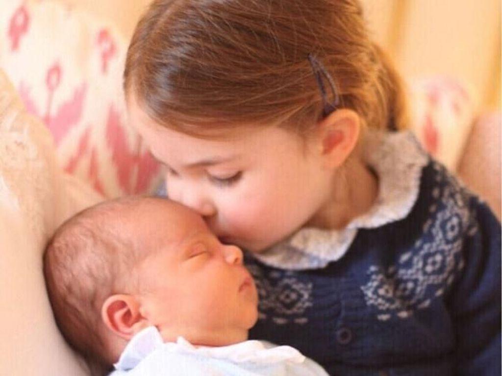 Putri Charlotte Dapat Lungsuran Baju dari Pangeran George?