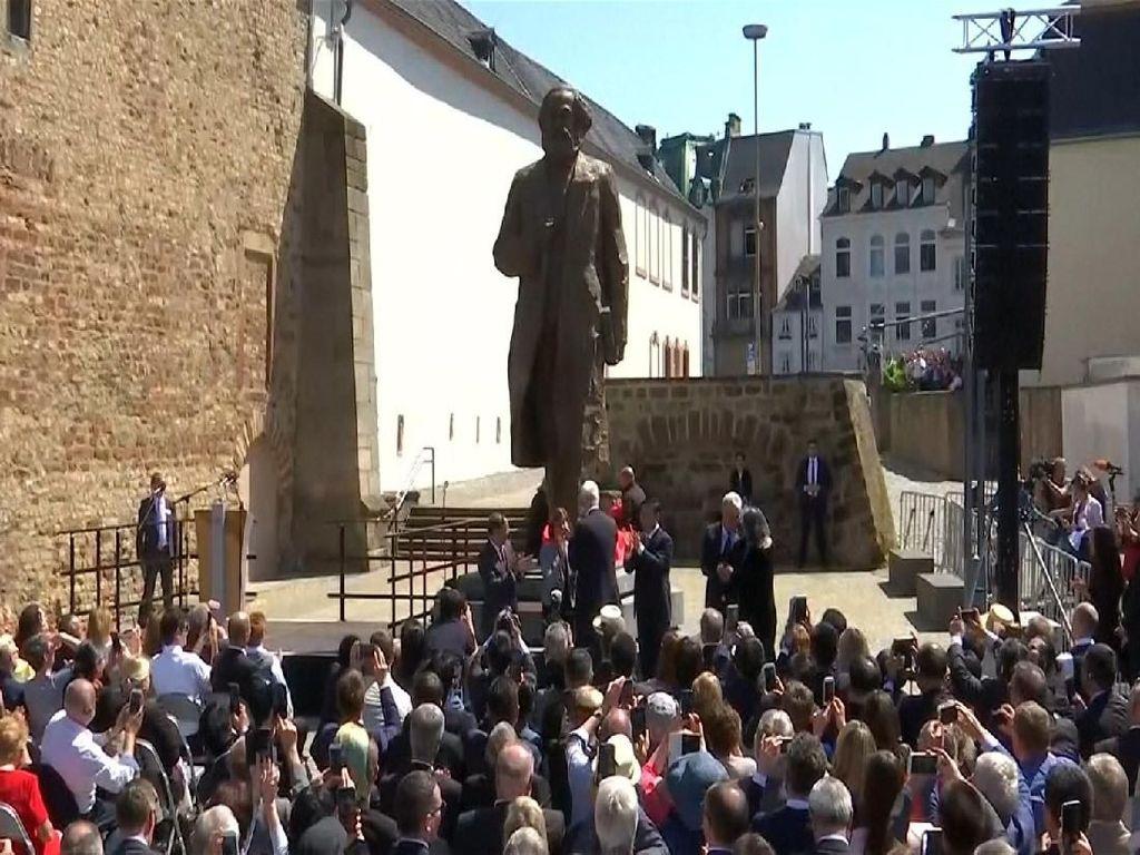Patung Karl Marx Raksasa Diresmikan di Jerman