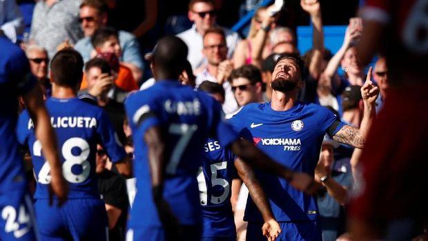 Oliver Giroud mencetak gol kemenangan Chelsea ketika berjumpa Liverpool, Minggu (6/5).