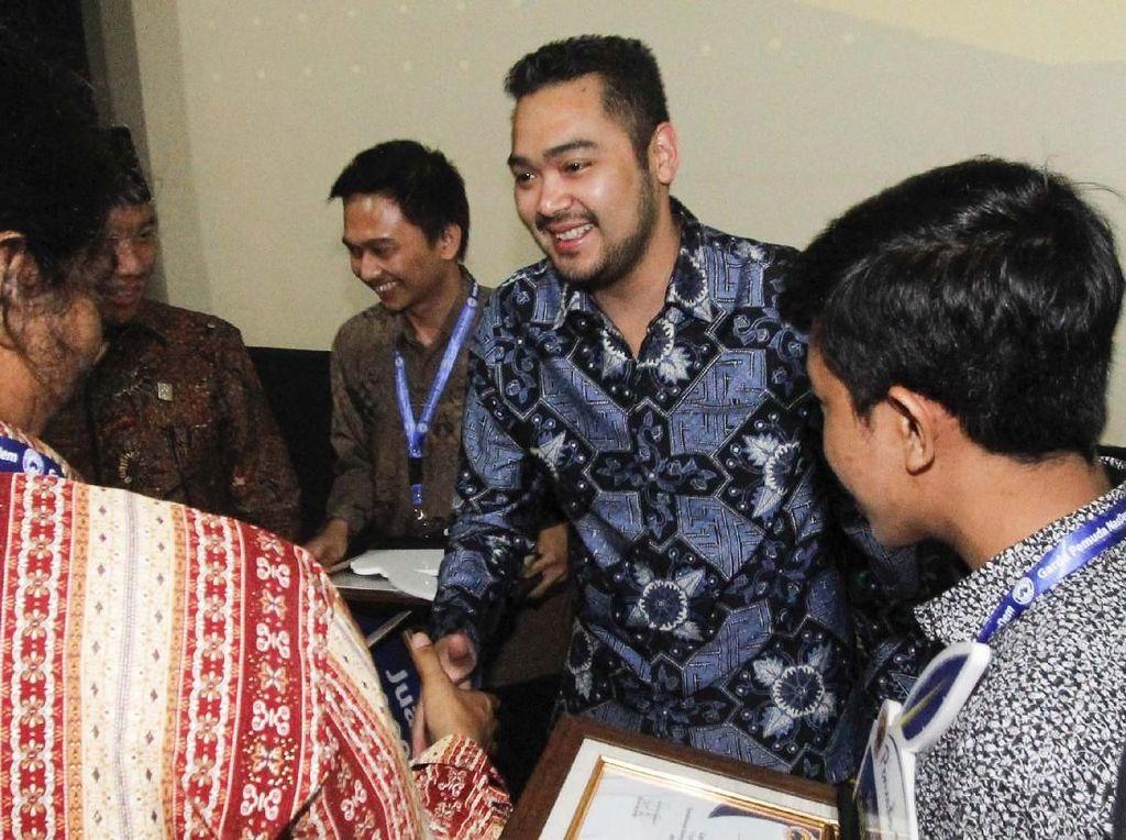 Anugerah Lomba Pemuda Menulis