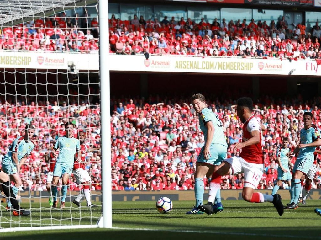 Arsenal Ungguli Burnley 2-0 di Babak I