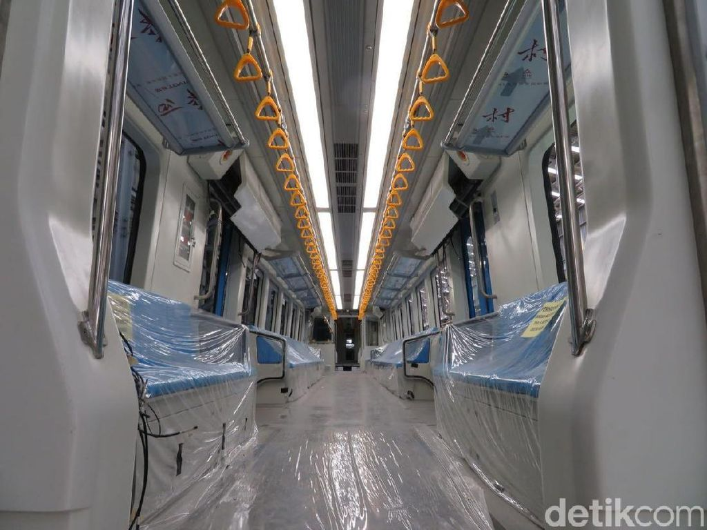 Mengkilap, Jeroan LRT Palembang Buatan Madiun
