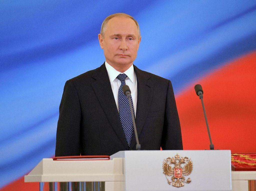 Putin Pecat 2 Jenderal Polisi Terkait Dugaan Kriminalisasi Jurnalis
