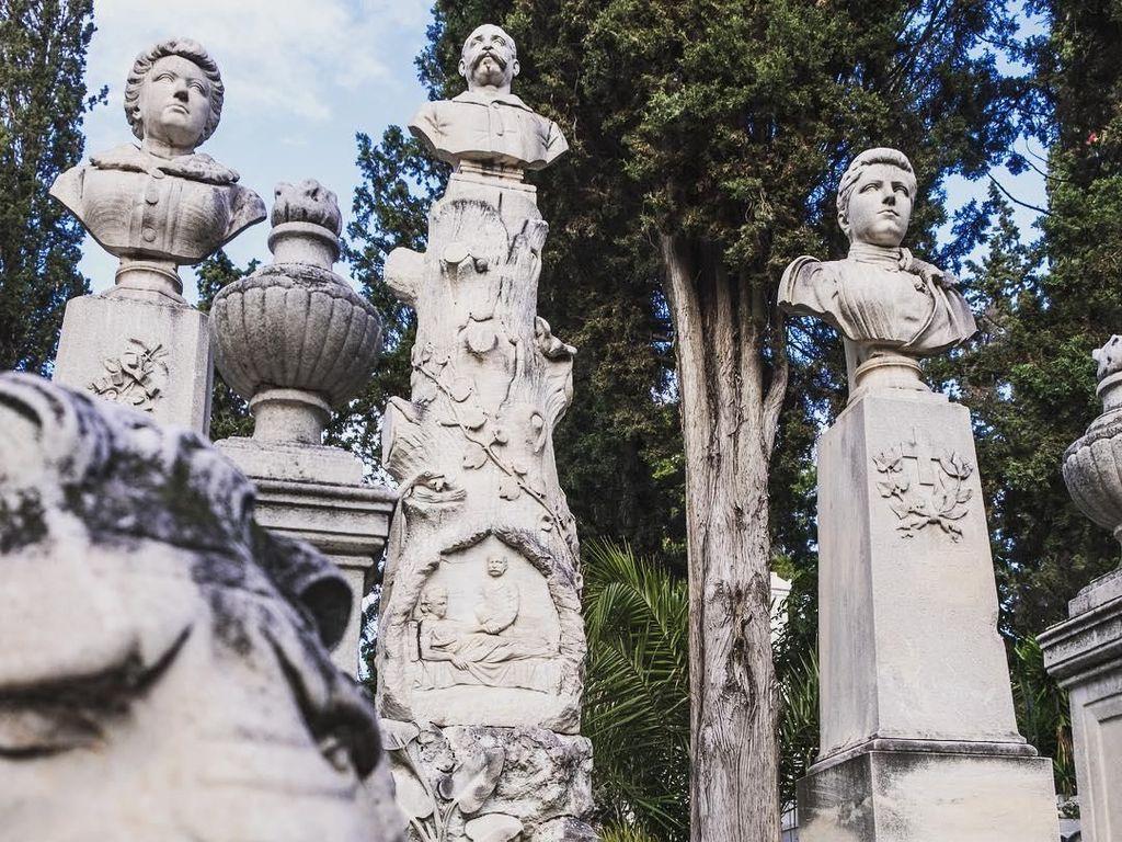 Pemakaman Modern Tertua Athena yang Mirip Galeri Seni