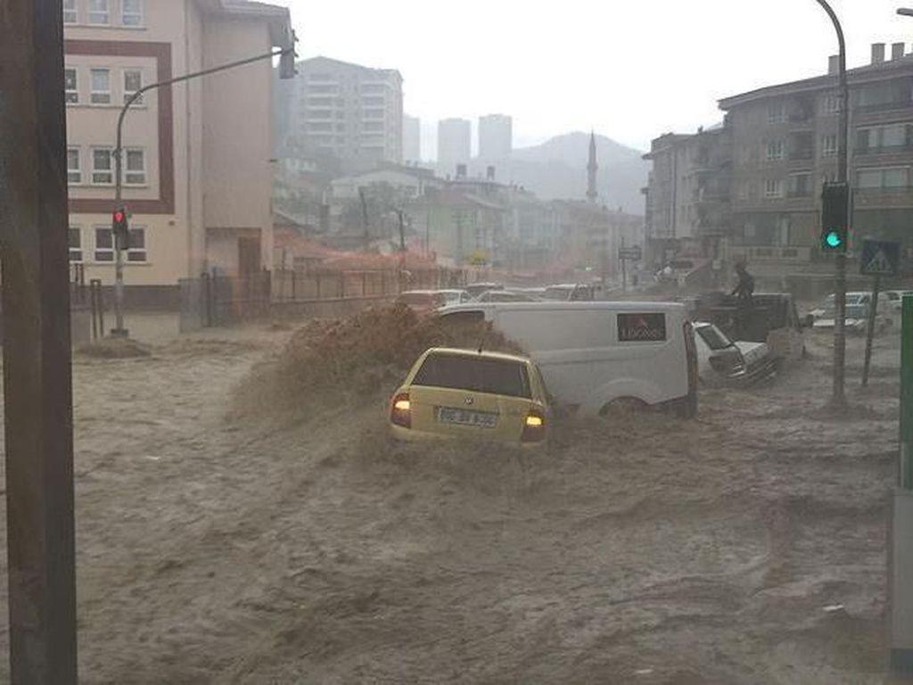Foto: Dahsyatnya Banjir Bandang di Turki