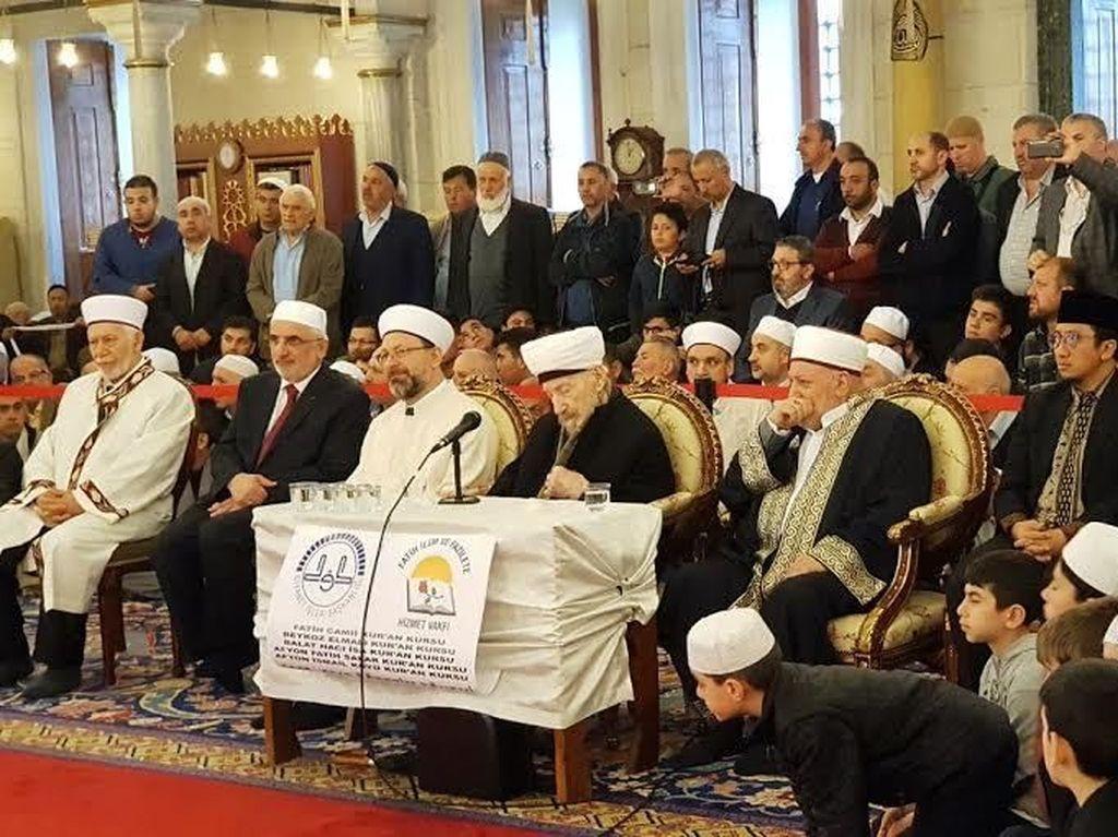 Jadi Tamu Kehormatan, Yusuf Mansur Tilawah di Masjid Turki