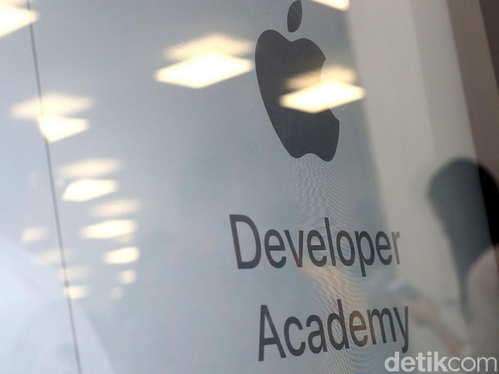 Tim Cook Kasih Selamat ke 400 Wisudawan Apple Developer Academy Indonesia