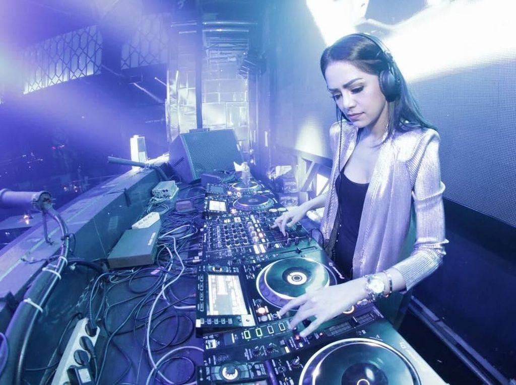 Foto: Begini Cara DJ Yasmin Jaga Badan Agar Tetap Fit dan Seksi