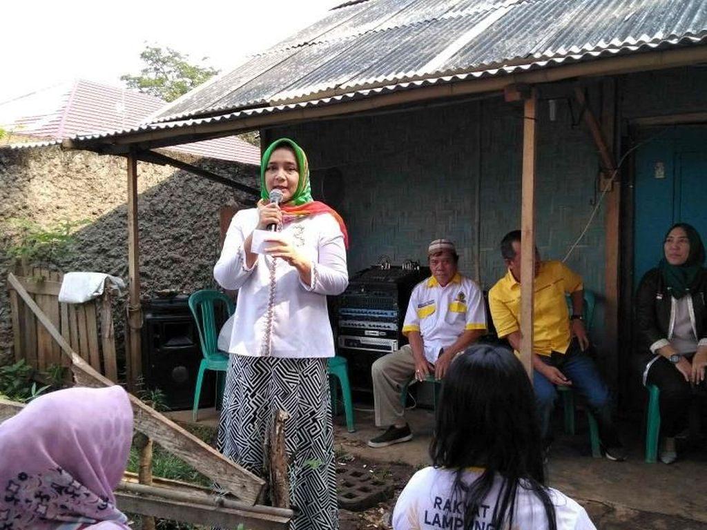 Istri Cagub Arinal Dengarkan Keluhan Warga Soal Billing Sekolah