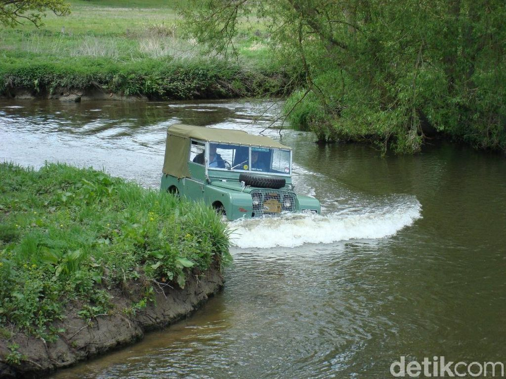Land Rover Aslinya Bukan Mobil Mewah, Tapi Offroad