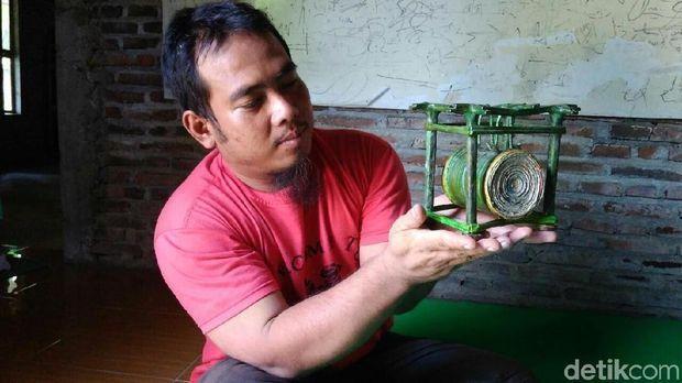 Salah satu hasil kerajinan dari limbah kertas di Purworejo