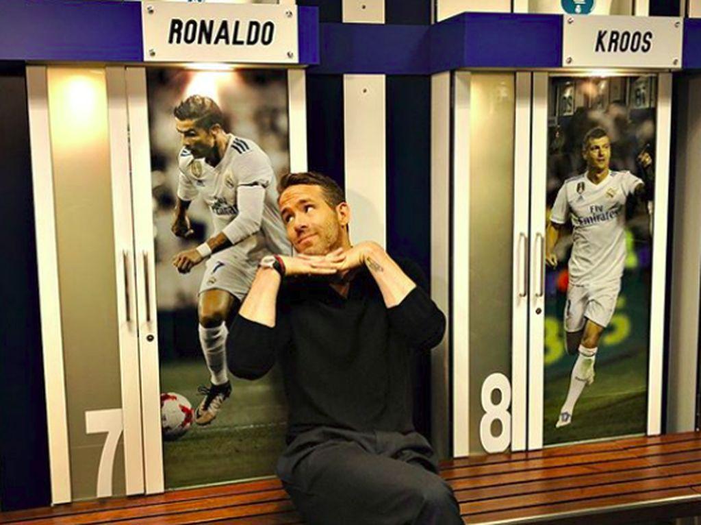 Tatapan Manja Ryan Reynolds ke Cristiano Ronaldo
