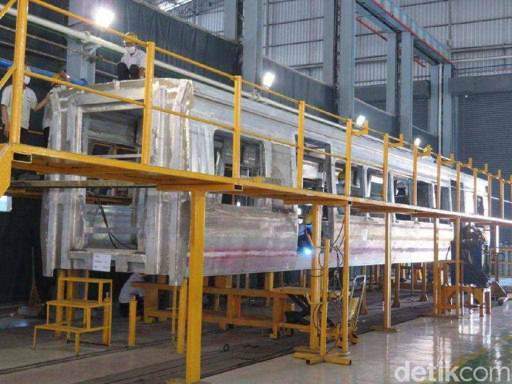 Ini Pabrik Gerbong LRT Pertama RI di Madiun