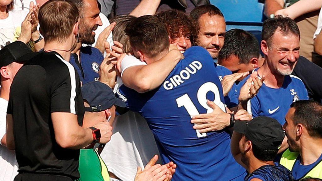 Melihat Lagi Pelukan Hangat Giroud ke David Luiz