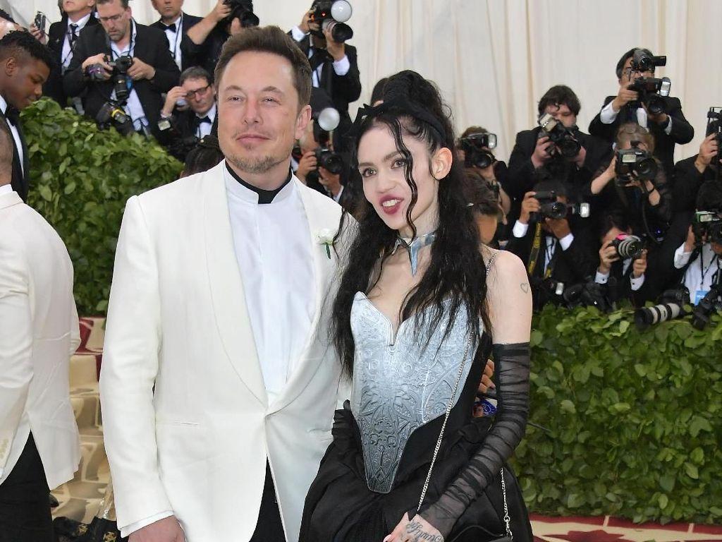 Pacar Elon Musk Ngaku Siap Mati di Planet Mars