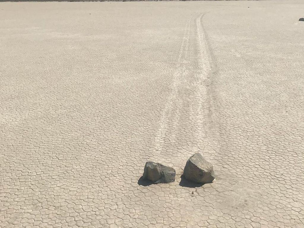 Di Tempat Ini, Ada Batu yang Bisa Bergeser Sendiri