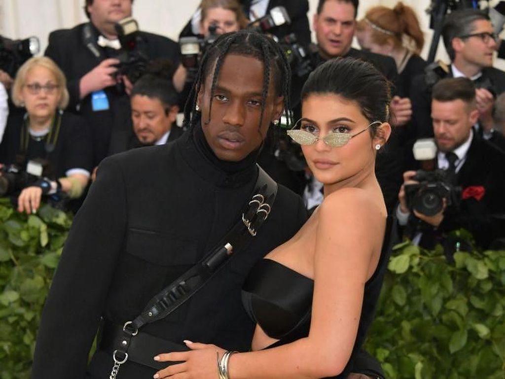 Travis Scott Sempat Kecewa saat Tahu Kylie Jenner Hamil Anak Perempuan