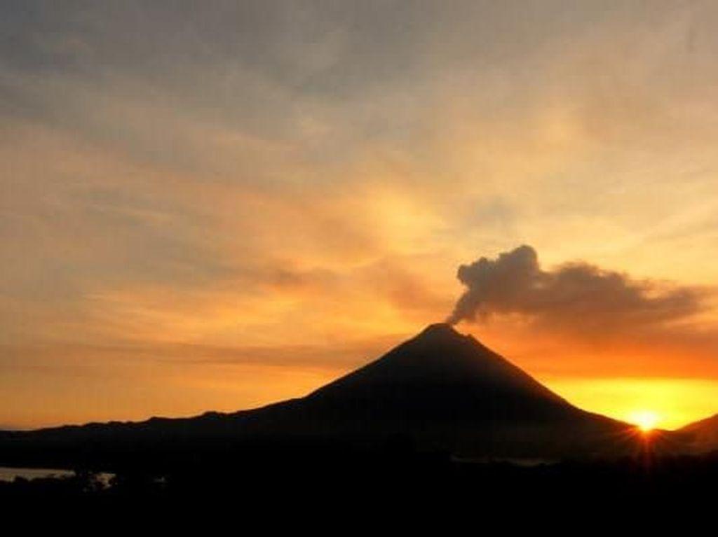 Dentuman Misterius Pernah Terjadi di 3 Lokasi Gunung Api Ini