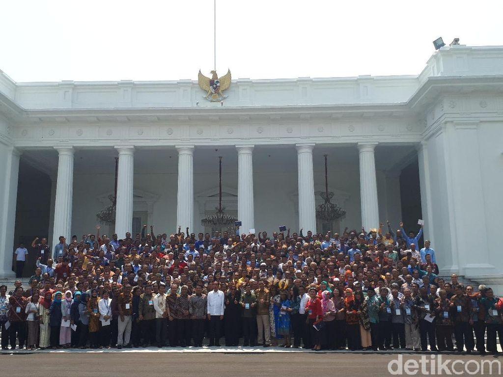 Saat Teriakan 2 Periode Terdengar di Sesi Foto Jokowi-Nelayan