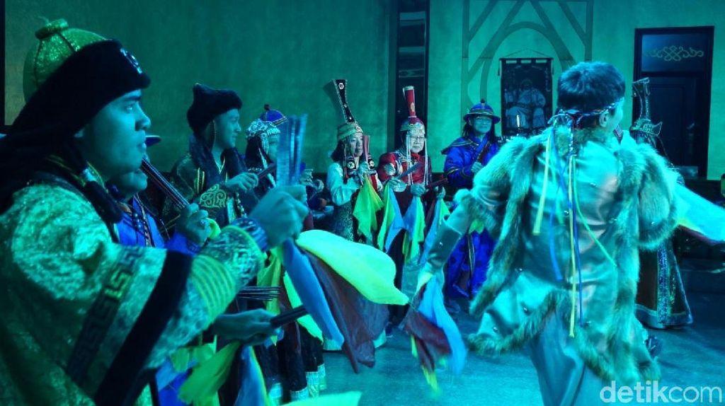 Foto: Jamuan Makan Malam ala Kaisar Genghis Khan