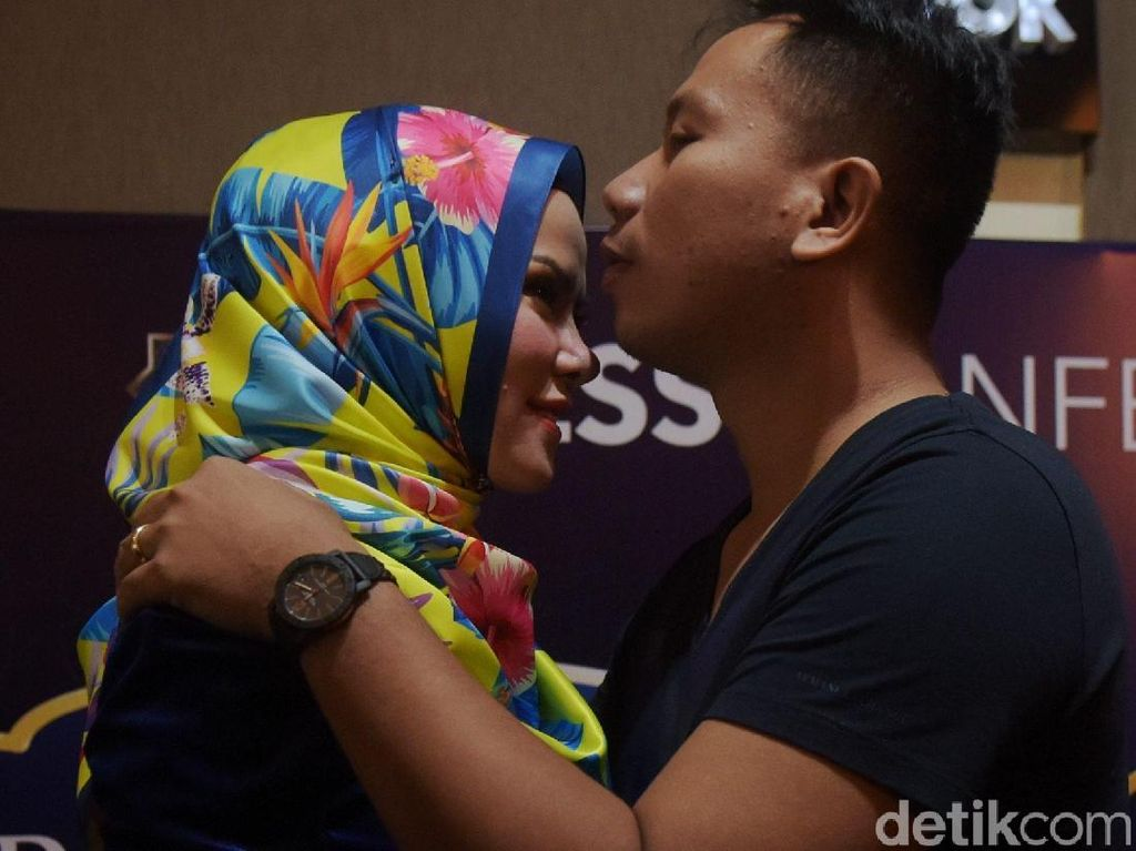 Throwback Momen Pembuktian Cinta Vicky Prasetyo ke Angel Lelga