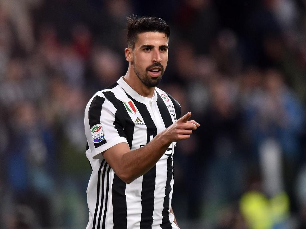 Emre Can Datang, Khedira Tak Akan Pergi dari Juventus