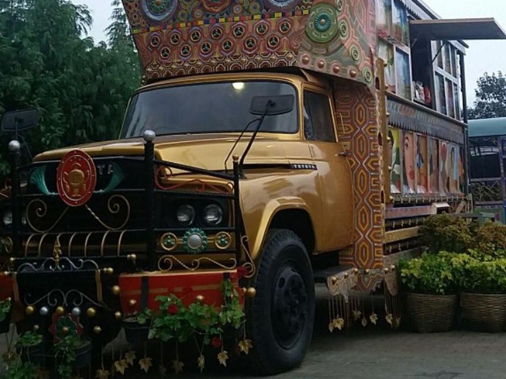 Truk Toyota Buaya Berumah Tana Toraja