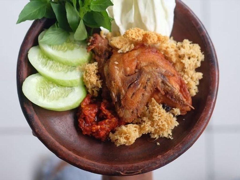 Gurih Kriuk 10 Ayam Goreng Kremes Rekomendasi Netizen