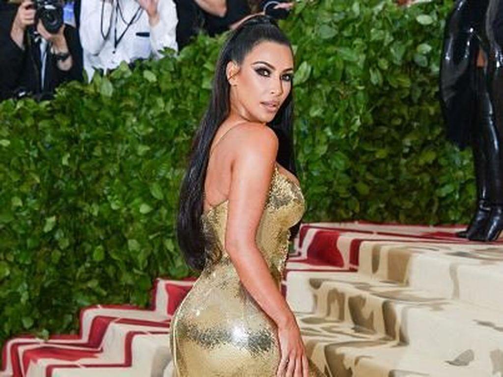 Pose Seksi Kim Kardashian di Tempat Tidur Malah Jadi Meme, Kocak!