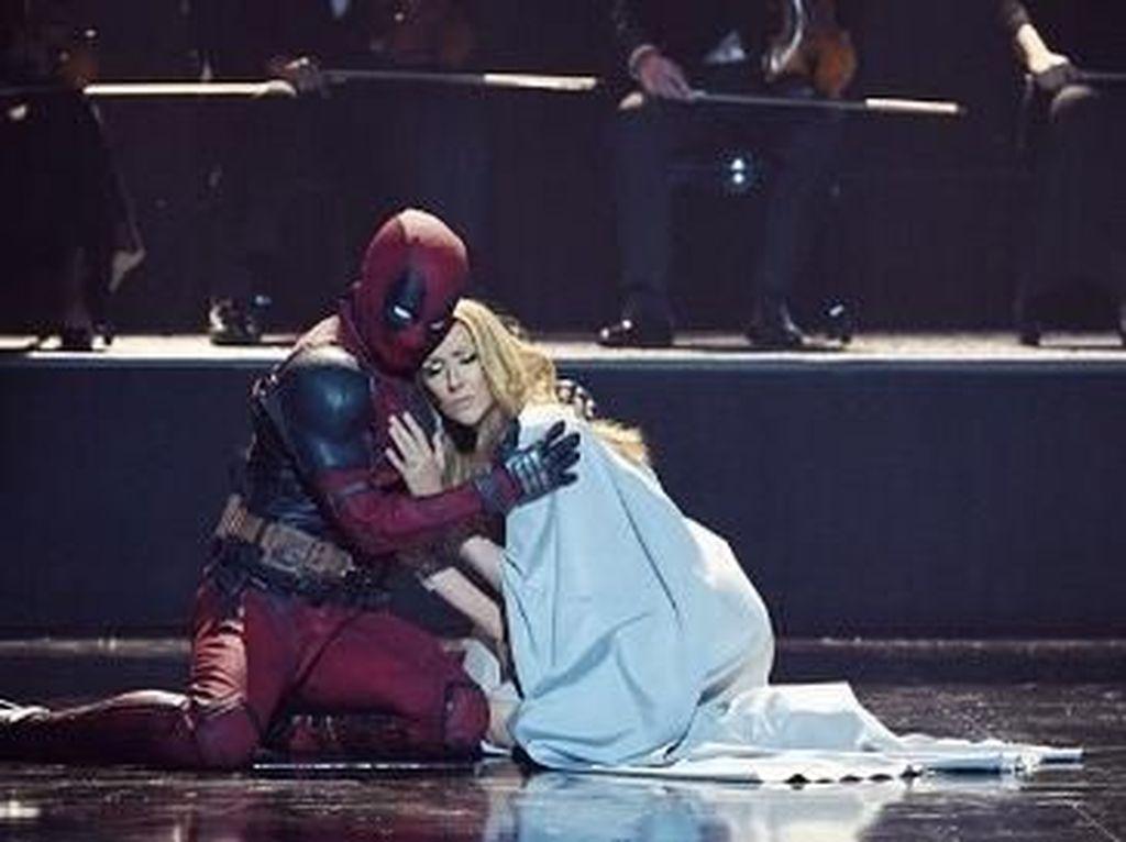 Foto: Liburannya Penari Deadpool di Video Klip Celine Dion