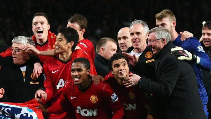 Sir Alex saat mengantarkan MU juara Premier League di 2012/2013. (Foto: Alex Livesey/Getty Images)