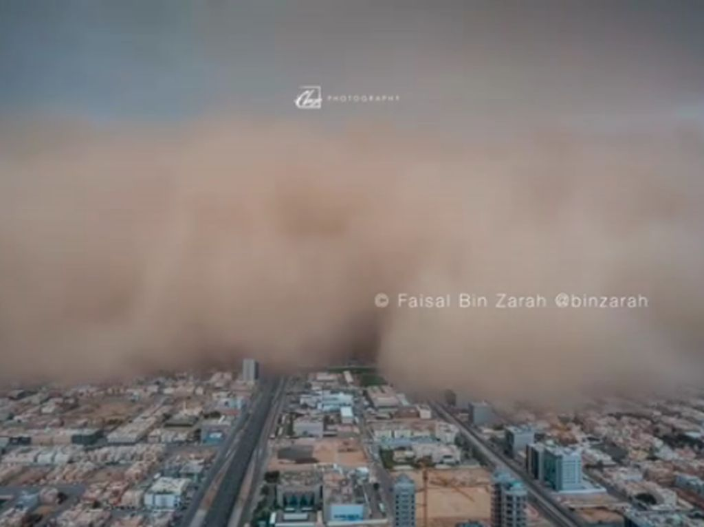 Begini Ngerinya Badai Pasir di Arab Saudi