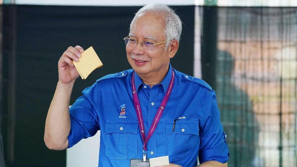 Begini Potret saat PM Najib dan Mahathir Laksanakan Pemilu